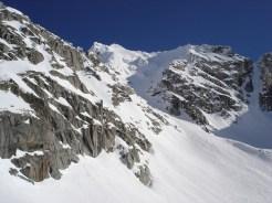 Die steile Rinne und in der Mitte die Keilbachspitze
