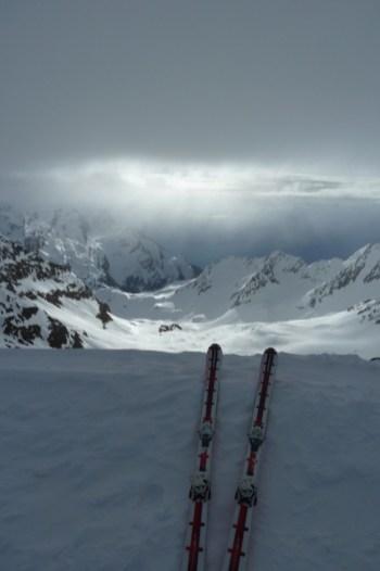 Der erste Blick vom Skidepot nach Süden... eine gigantische Stimmung!