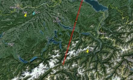 Meteor verlöscht über Berggebiet Andermatt