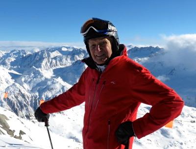 Hänsi Hämisegger  fährt mit seinen 86 Jahren am Gemsstock ski