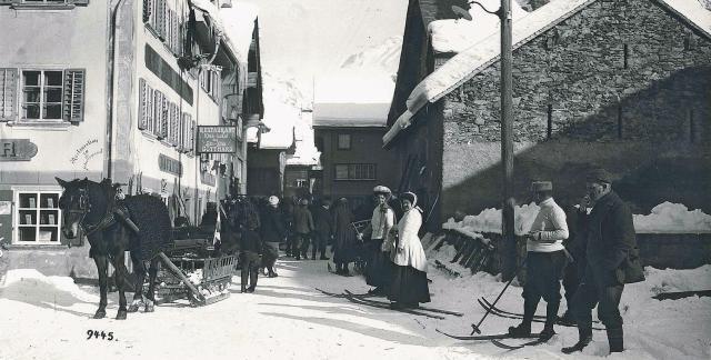 Über die Entwicklung des Skisports in Uri: Von Schneeschuhen zum Skilaufen