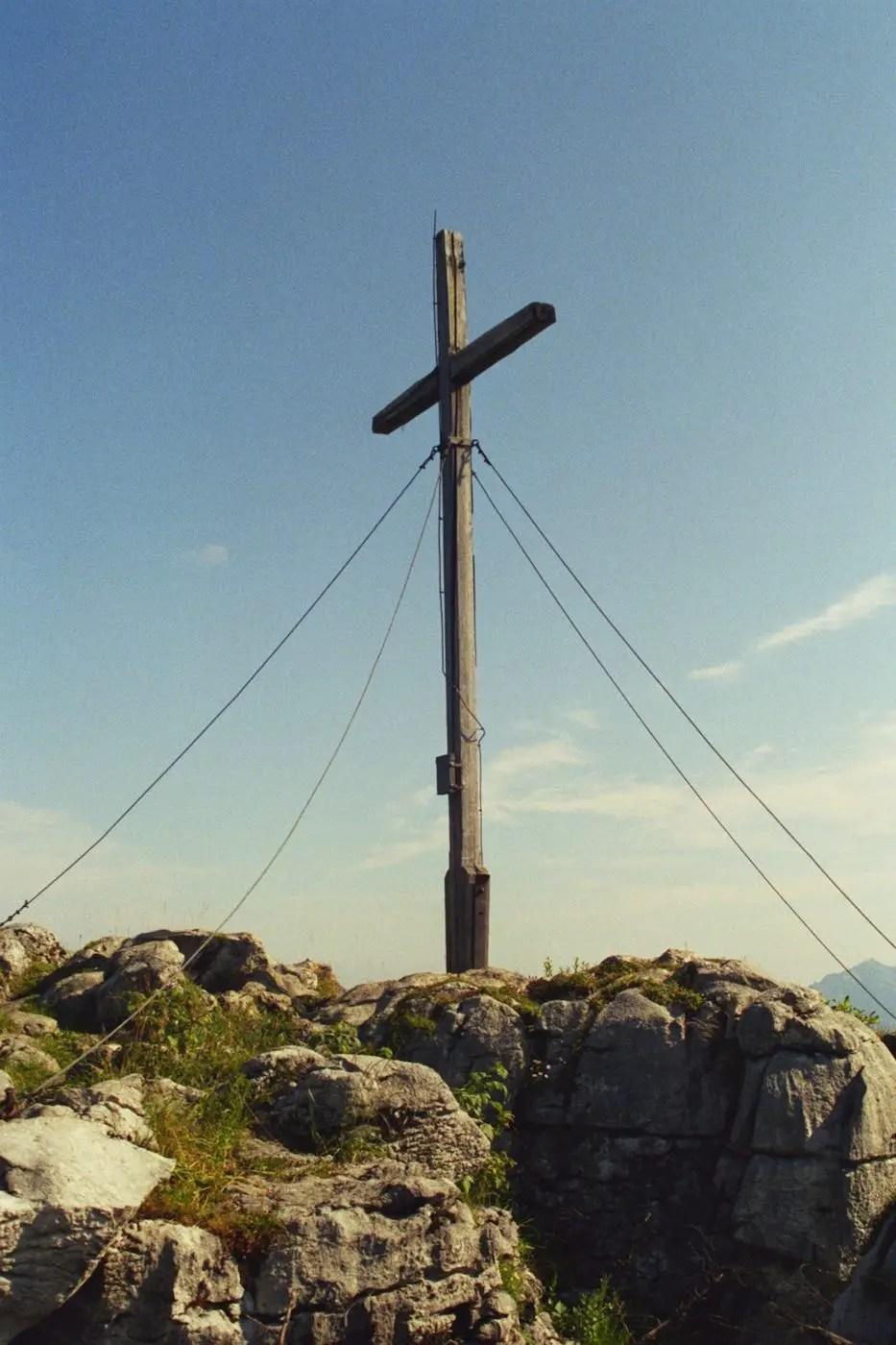 Gipfelkreuz am Besler