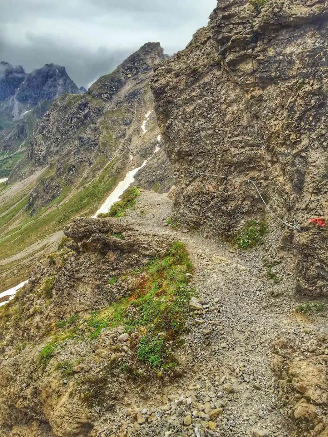 Felsband beim Aufstieg zur Scharte