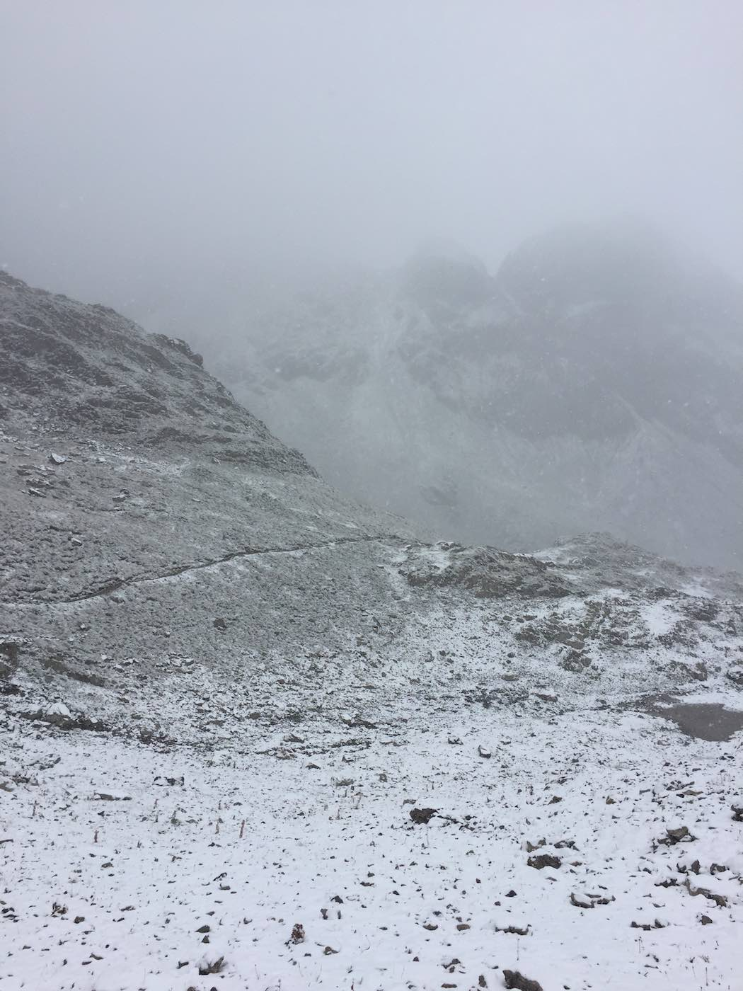 Abstieg von der Scharte unterhalb des Geißhorns zur Mindelheimer Hütte
