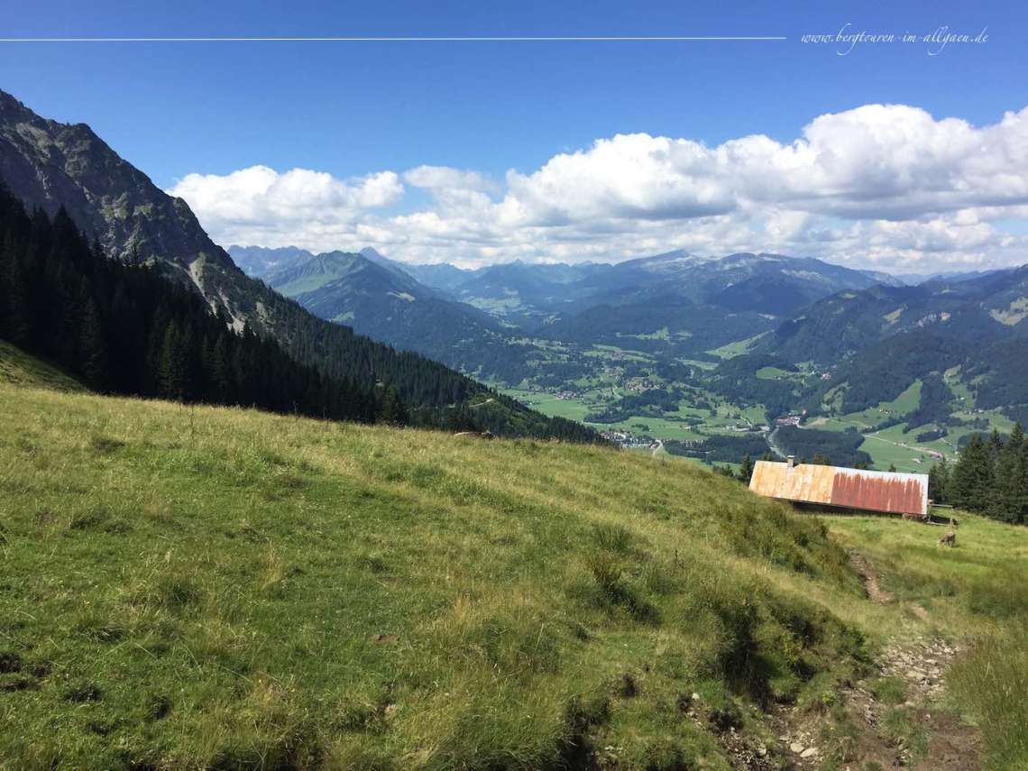 Blick ins Tal während des Aufstiegs zum Falkenjoch