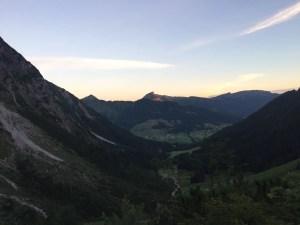 Morgendlicher Aufstieg Blick zurück ins Wildental