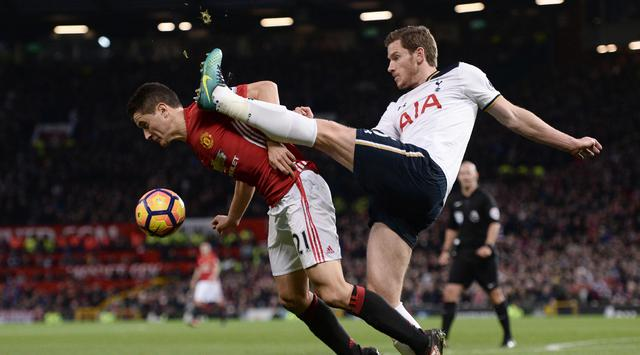038568400_1481508031-_20161211AFP_MU_vs_Spurs_03 (1)