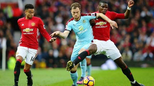 Prediksi Burnley Vs Manchester United
