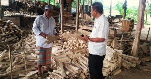Dosen Unibos Bantu Warga Pangkep Tingkatkan Produksi Kerajinan Kayu