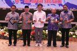 Wabup Bantaeng Terima Penghargaan Apdesi Sulsel Award