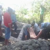 desa-kalahunde-dan-desa-latali-kerjasama-bangun-jembatan-darurat-3