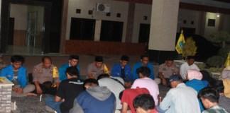 Kapolres Bulukumba Bersama Puluhan Mahasiswa PMII Cabang Bulukumba Gelar Doa Bersama Di Halaman Polres. (BERITA.NEWS/IL).