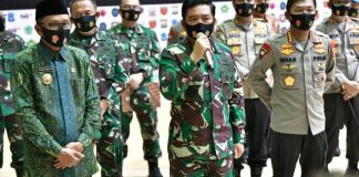 Pelepasan bantuan sembako oleh Panglima TNI, Kapolri dan Gubernur Sulsel.