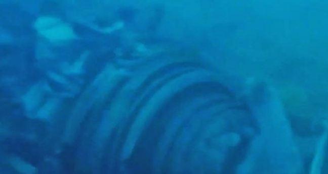 Penampakan Puing Besar Diduga Mesin Pesawat Lion Air JT-610 yang Ditemukan Petugas di Dasar laut.