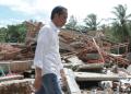 Presiden Joko Widodo tinjau lokasi terdampak tsunami di Hotel Mutiara Carita.