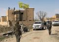 Bendera SDF dikibarkan di salah satu gedung di Baghouz, Suriah usai ISIS dinyatakan kalah total (REUTERS/Stringer)