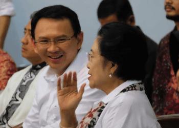 Ahok berbaju putih bareng Megawati (Instagram @basukibtp).