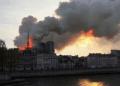 Gereja Notre Dame terbakar (REUTERS/Julie Carriat).