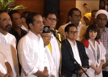 Presiden Jokowi saat berikan penjelasan kepada media.