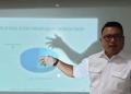 Direktur Eksekutif SCG, Didik Prasetiyono, saat merilis hasil survei Pileg 2019 di Dapil Jatim I (Surabaya-Sidoarjo).