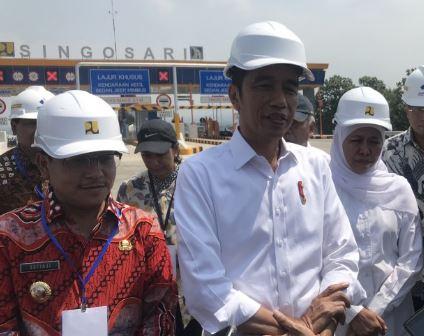 Presiden Jokowi saat berikan penjelasan lepada media. (Foto:Antara)