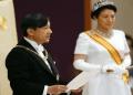 Kaisar Naruhito menyampaikan pidato pertama didamping istri, Permaisuri Masako (Foto: AFP).