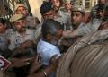 Sanji Ram, pelaku pemerkosaan dan pembunuhan gadis di India seusai menjalani persidangan. (Foto: REUTERS/Mukesh Gupta)