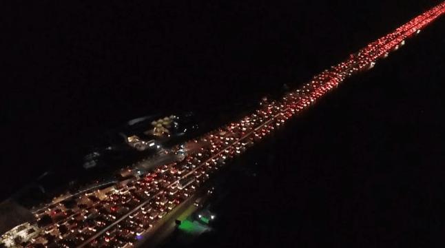 Arus balik mudik Lebaran 2019. Kemacetan di jalan tol Cikampek menuju Jakarta. Foto: Antara