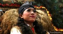 10092012-wanita-cantik-penari-kuda-lumping-membuka-semarak-lebaran-betawi-2012