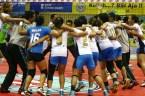 Popsivo PGN melakukan selebrasi sebagai pemenang Proliga Bola Voli 2013