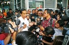 Usai menerima masukan dari kelompok disabilitas Jokowi memberikan keterangan pers kepada media. ( Tajuk.co / Aljon Ali Sagara )