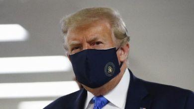 Photo of Donald Trump Memakai Masker untuk Pertamakalinya