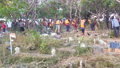 Photo of Pelanggar Protokol Kesehatan Kena Hukuman Membersihkan Makam