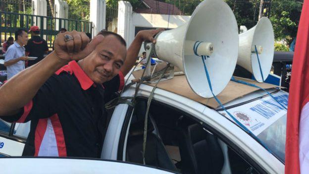 Solahuddin, menuding taksi berbasis aplikasi masuk persaingan secara tak adil. / BBC Indonesia