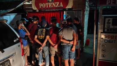 Photo of Cegah Penyebaran Covid-19, Polres Polman Bubarkan Judi Sabung Ayam