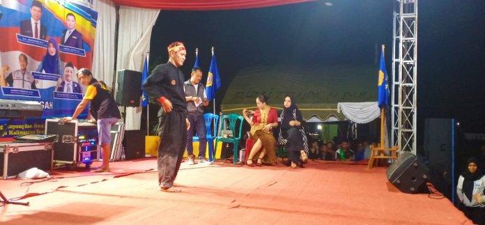 Penampilan Karang Taruna Murung Raya dalam mengisi Pentas Seni yang digelar dalam kegiatan BBKT Lamandau.