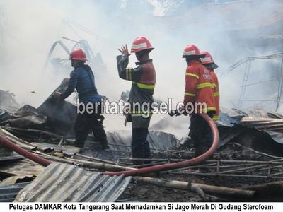 9057055Gudang Sterofoam Terbakar Si JAgo Merah