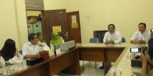 kepala sekolah SMA 9 Tangsel saat memberi keterangan kepada para wartawan