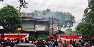 Ruko Terbakar di Jalan KH. Hasyim Ashari