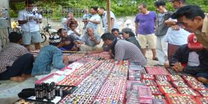 Lapak Udin Collection dan para pembeli