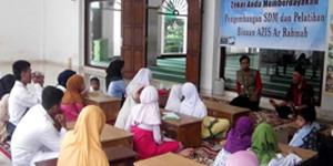 Amil Zakat Infaq dan Shodaqoh Masjid Ar-rahman Rempoa Saat Mengadakan Pelatihan