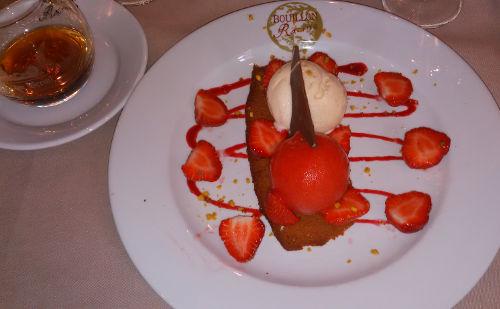 Sorbet fraise senga, glace vanille gousse de Madagascar, fraises fraîches, coulis de framboise