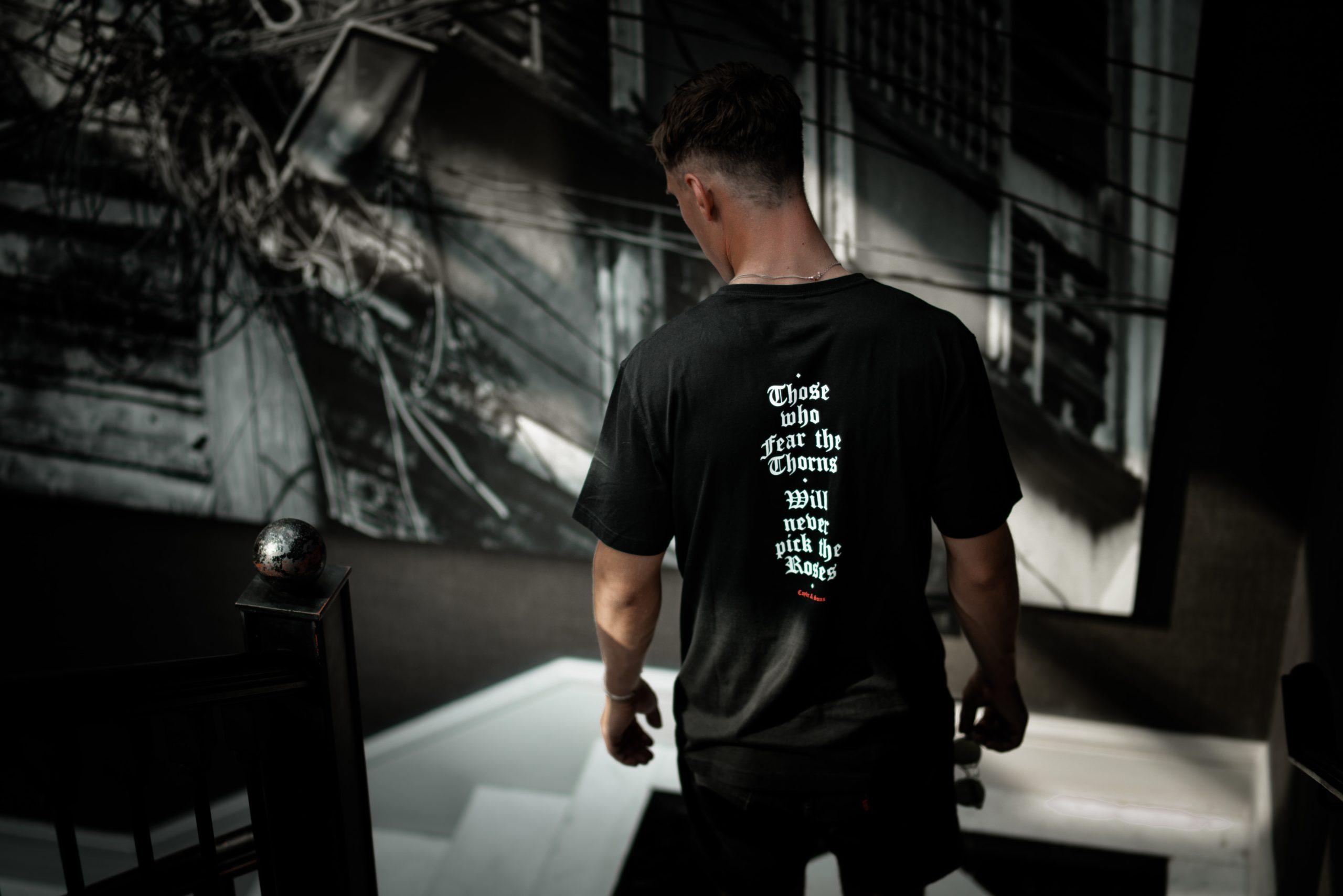 Contoh Foto Membuat Desain Kaos Distro Sendiri? Simak Tips Ini! 2