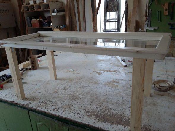столик из окна