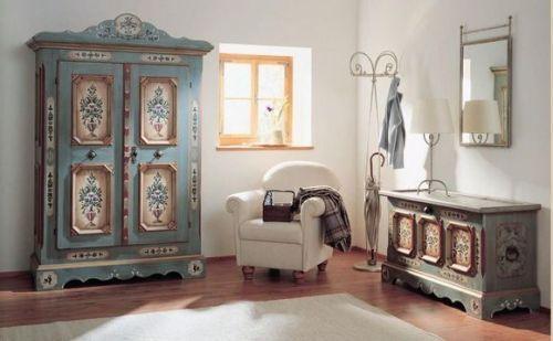 Díszítő bútorok vintage stílusú szobában