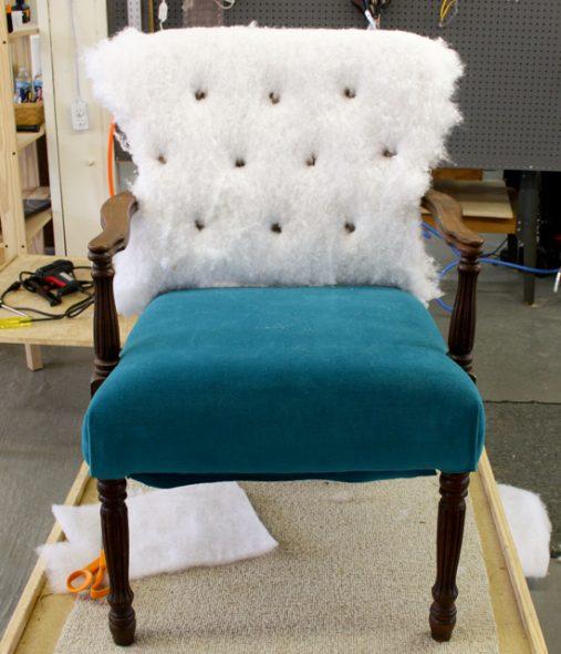 Замена наполнителя и ткани для шикарного кресла