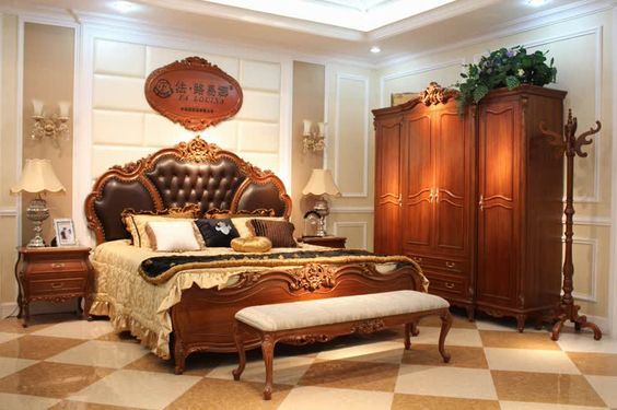 Полированная мебель выглядит красиво