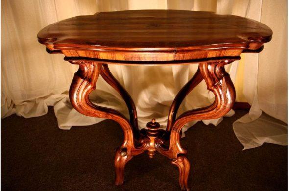 Шикарный стол из дерева
