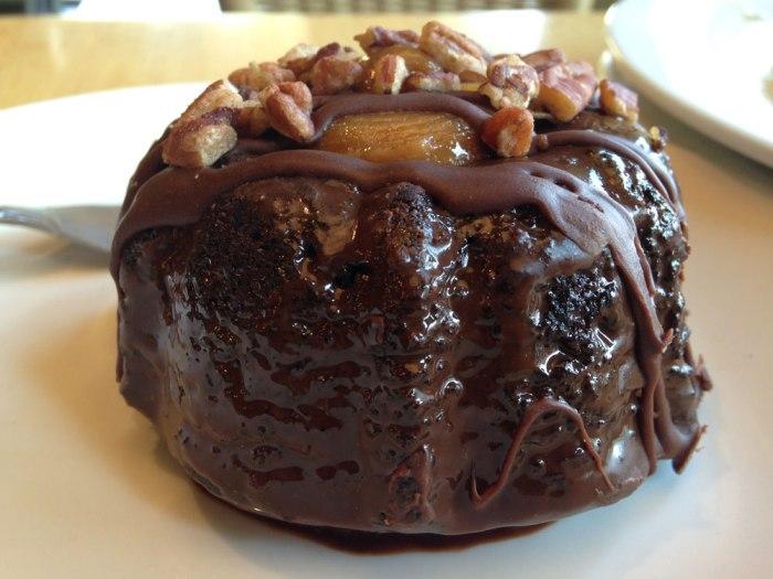 cafe-sweet-street-turtle-bundt-cake