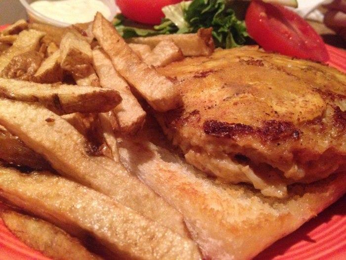 sofrito-mohnton-crabcake-sandwich